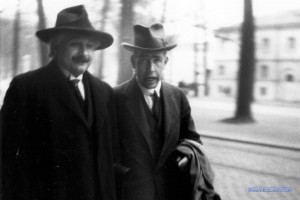 Albert Eintein in 1930, with Niels Bohr, at the Solvay convention, photo by Paul Ehrenfest.